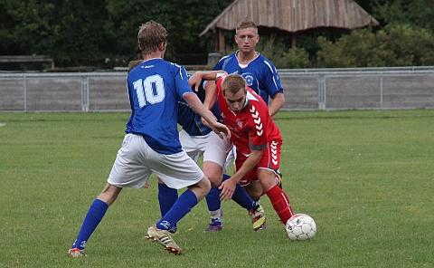 Der var kamp om bolden, da Bramsnæs FB lørdag besøgte Jernløse BK. Foto: Freelancefotografen.dk
