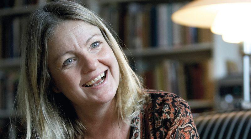 Forfatter Pia Fris Laneth fortæller om stærke kvinder. PRfoto:  Søren Hartvig
