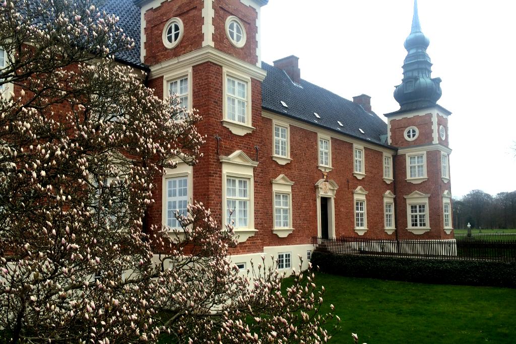 Jægerspris Slot danner rammen om lørdagens middelaldermarked. Foto: Hornsherred Avis.